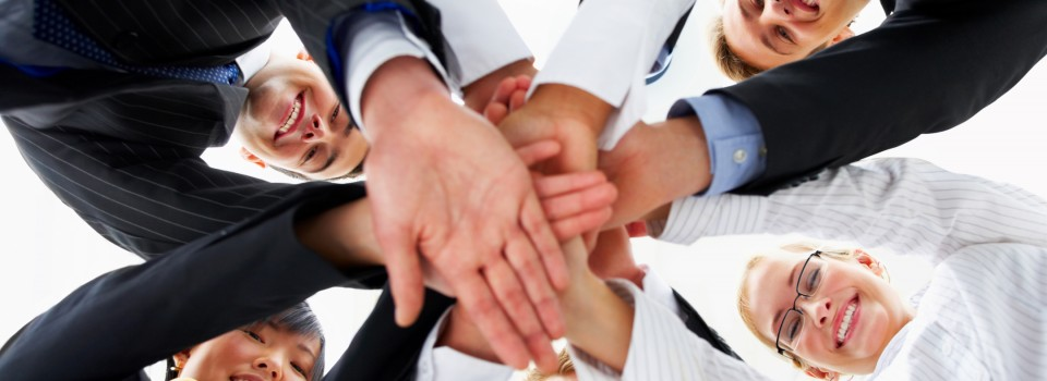 Trabajo-en-equipo-manos